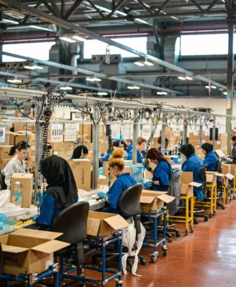 industies-manufacturing-workfoce-habbits-min